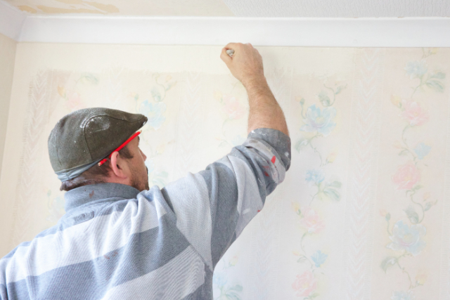 Hillsboro Residential Painter cutting edges on the wall